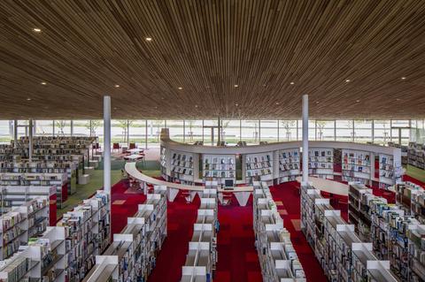 砺波市立図書館画像03